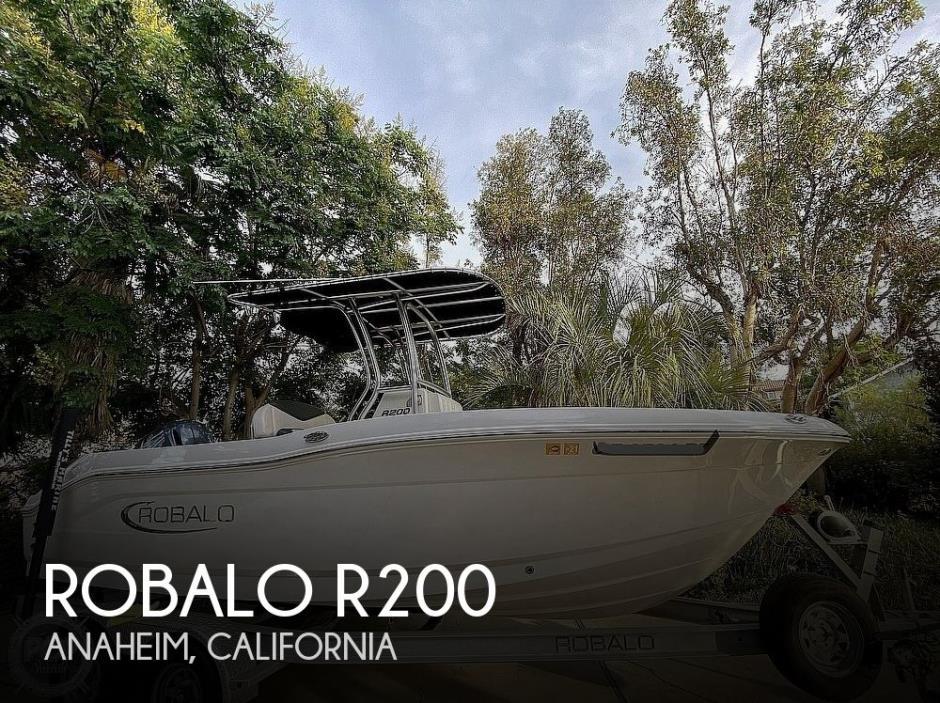 2019 Robalo R200 Center Console