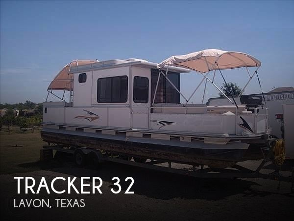 2002 Tracker 32
