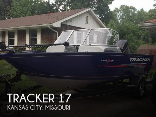 2017 Tracker 17