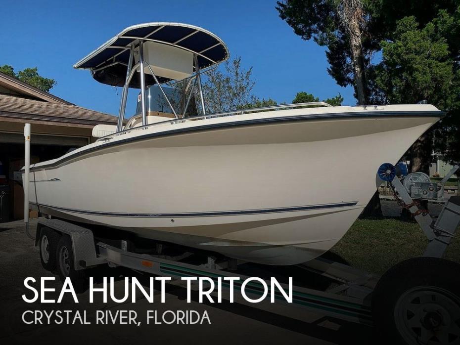 2003 Sea Hunt Triton
