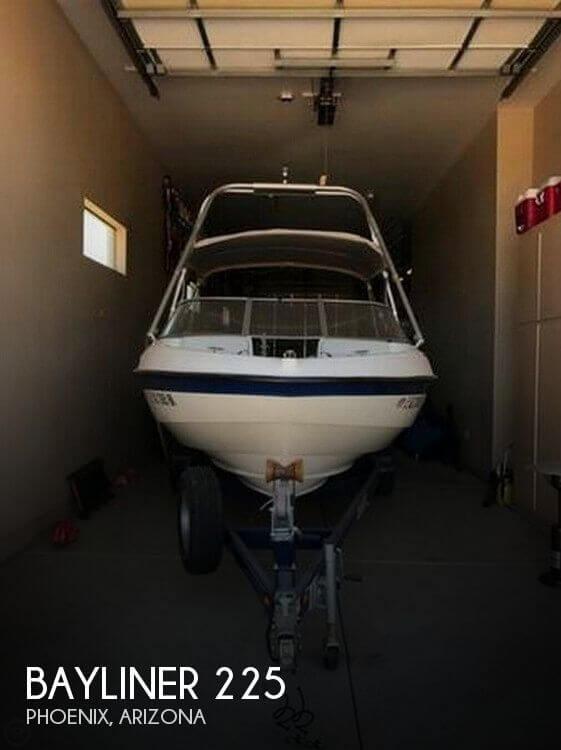 2004 Bayliner 225