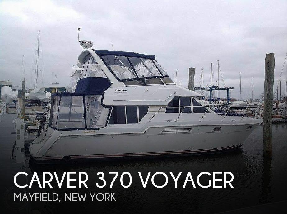 1998 Carver 370 Voyager