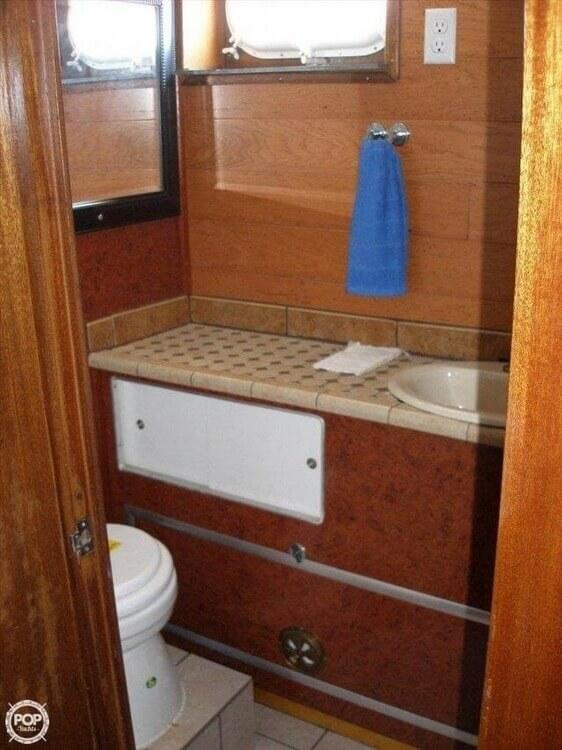 1966 Hatteras Twin Cabin 41