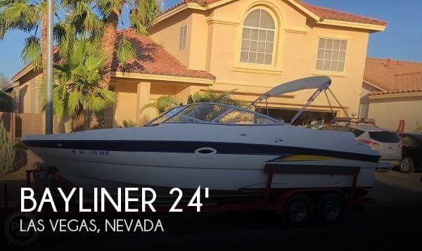 2004 Bayliner 249 Sundeck