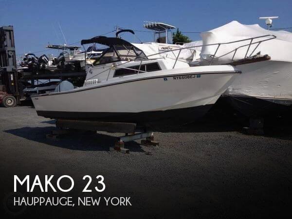 1980 Mako 238 WA