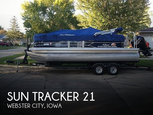 2019 Sun Tracker 20 DLX Party Barge