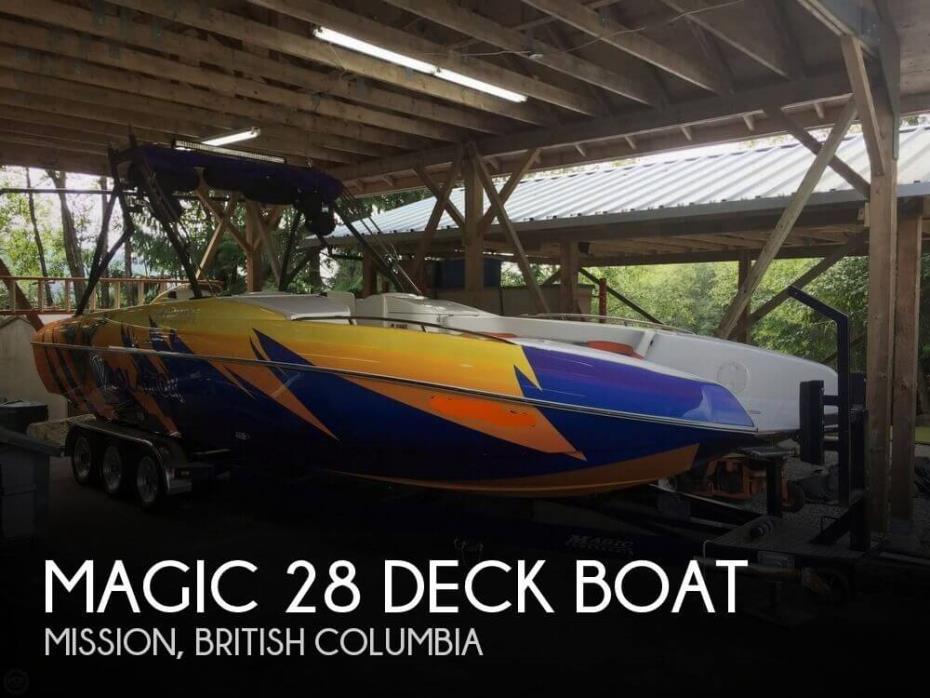2005 Magic 28 Deck Boat