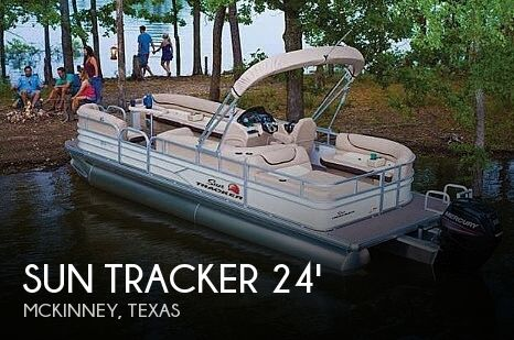 2017 Sun Tracker 22 DLX Party Barge