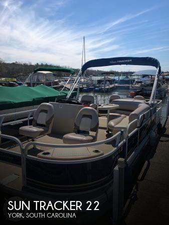 2014 Sun Tracker 22 DLX Fishing Barge