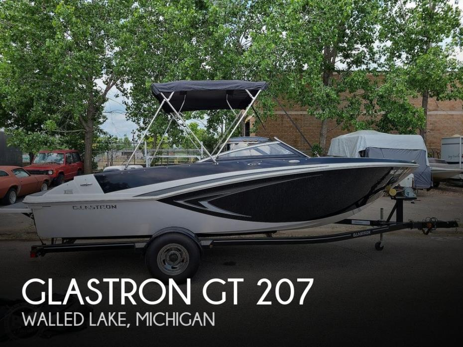 2015 Glastron GT 207