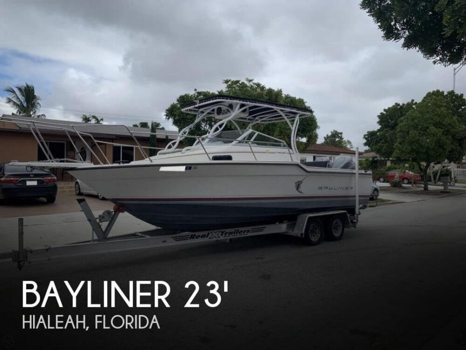 1990 Bayliner 2302 Trophy
