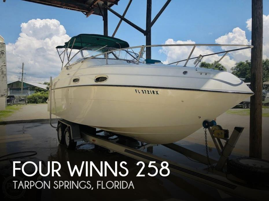 1999 Four Winns 258 Vista