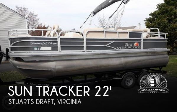 2016 Sun Tracker 22 DLX Fishin Barge