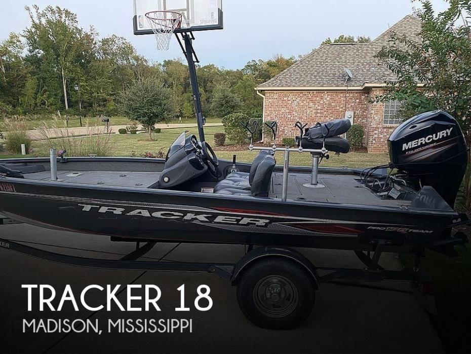 2019 Tracker 18