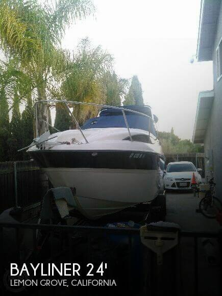 2004 Bayliner 245 Sunbridge