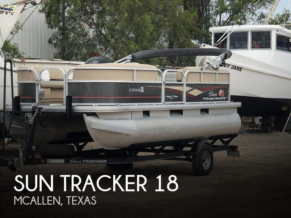 2019 Sun Tracker Party Barge 18 DLX