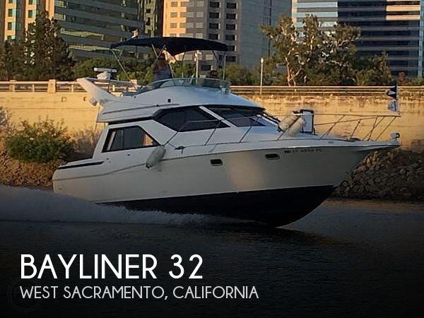 1998 Bayliner 3258 Avanti Command Bridge