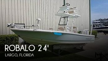 2019 Robalo 246 Cayman Skydeck