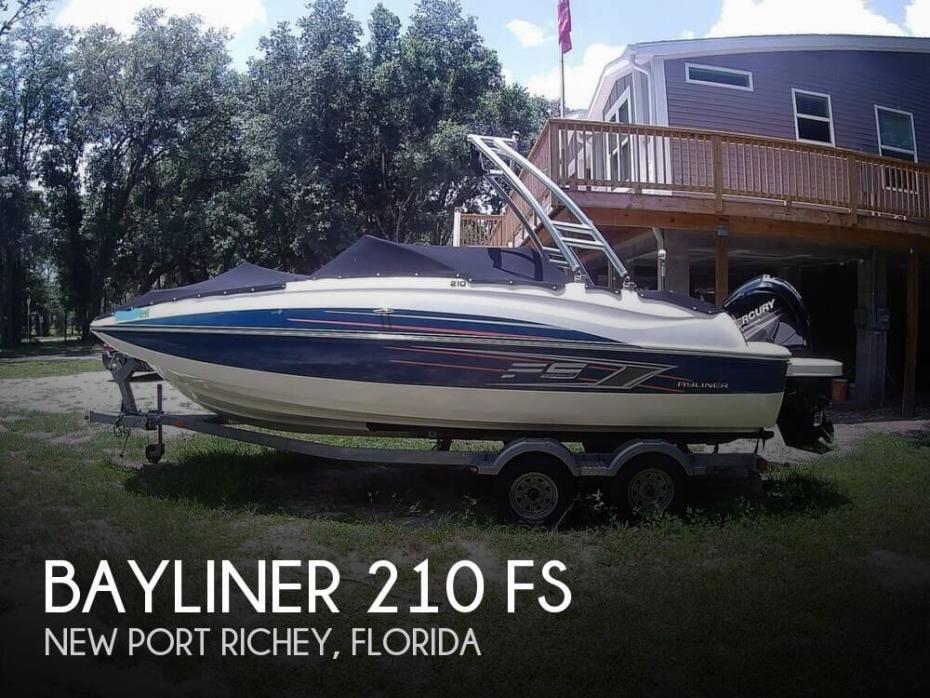 2015 Bayliner 210 FS