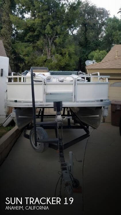 2005 Sun Tracker 21 Fishing Barge