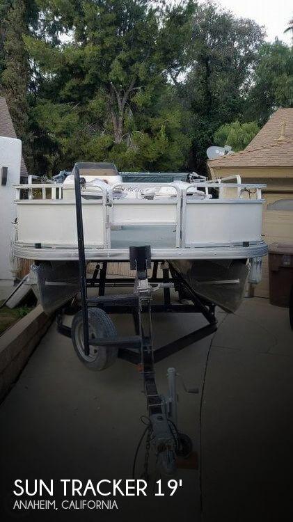 2005 Sun Tracker 21 Fishing Barge