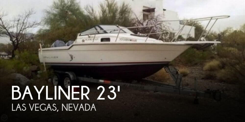 1990 Bayliner Trophy 2302 Cuddy