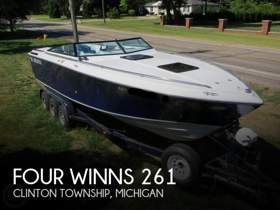 1986 Four Winns Liberator 261