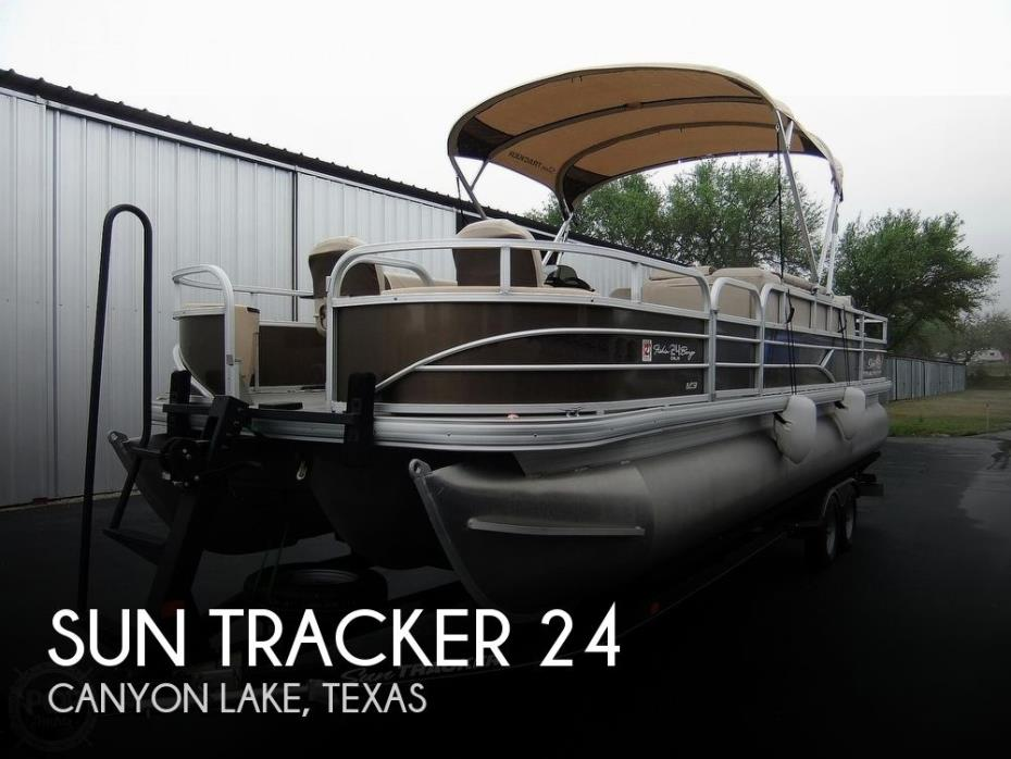 2018 Sun Tracker 24 DLX Fishin' Barge