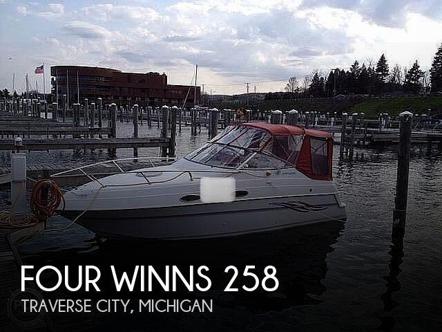 1999 Four Winns 258 Vista Pocket Cruiser