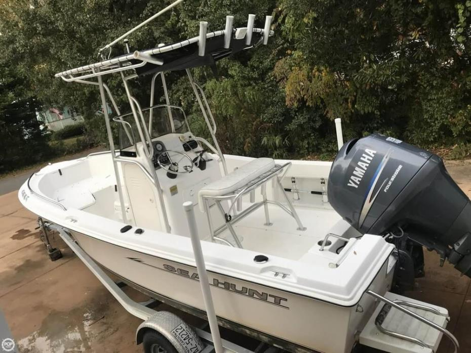 2007 Sea Hunt Triton 202