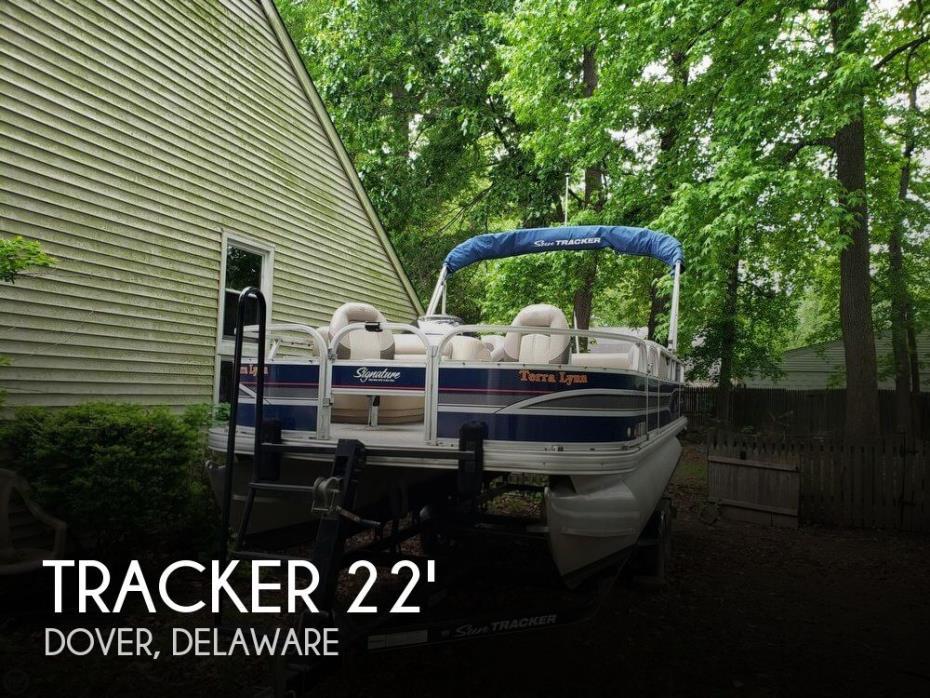 2015 Tracker 20 DLX Fishin Barge