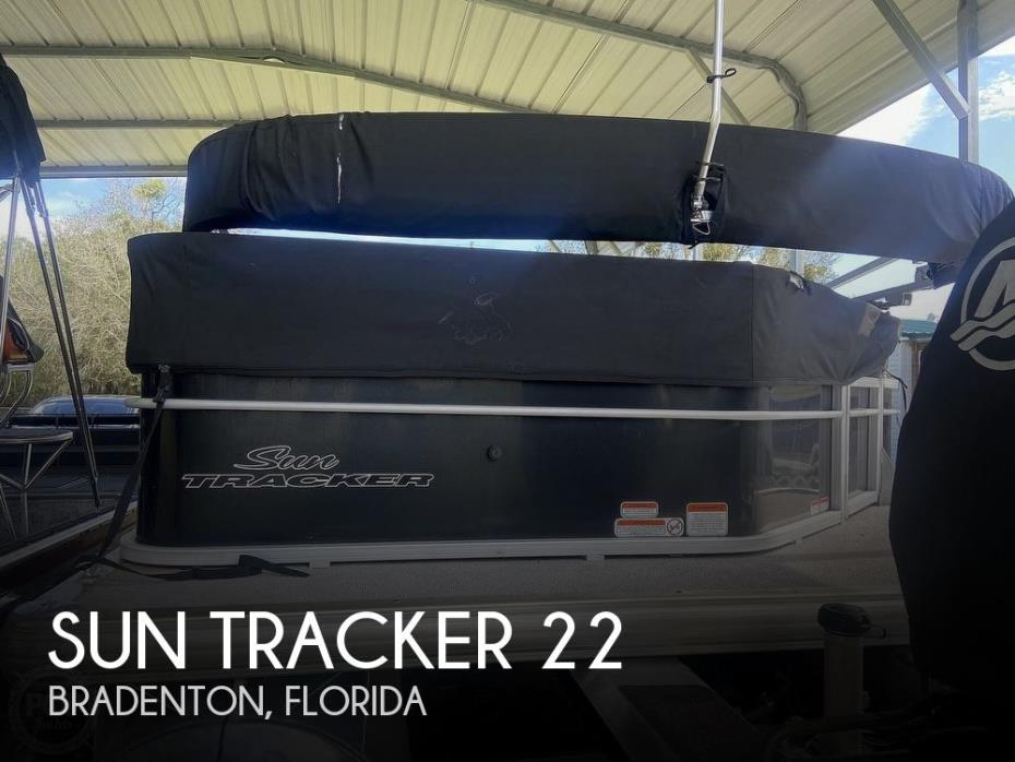 2016 Sun Tracker 22 DLX Party Barge