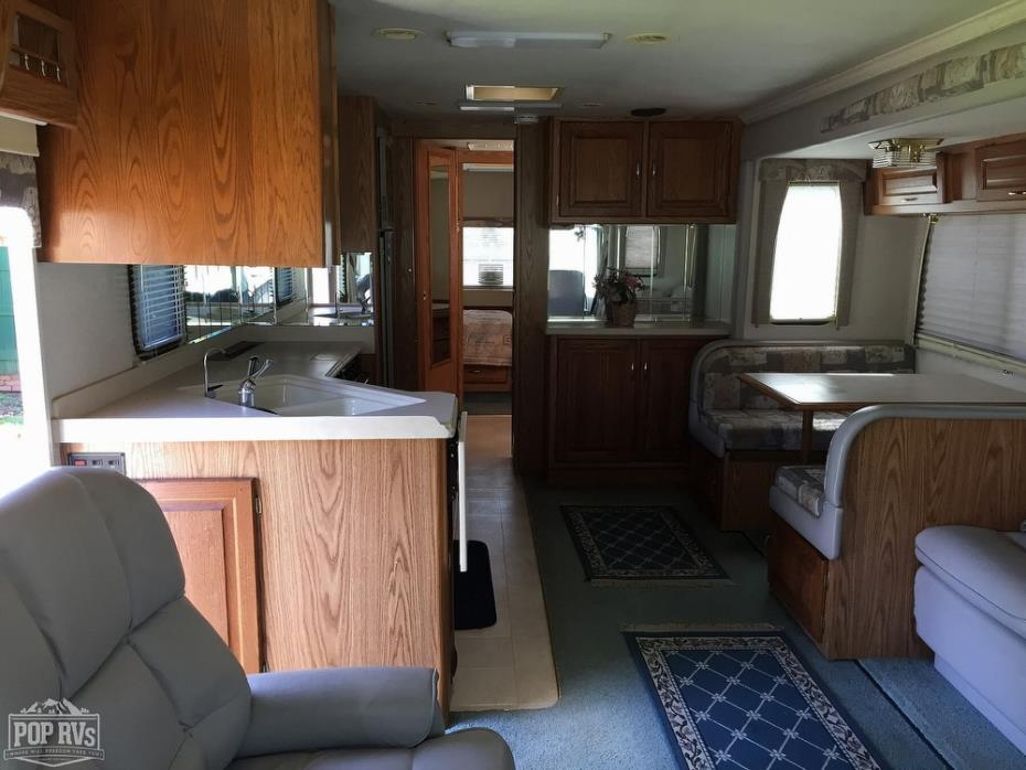 2002 National RV Dolphin 5355