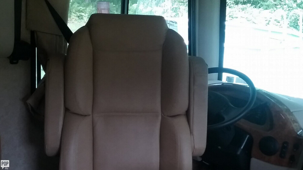 2014 Thor Motor Coach Hurricane 27K, 9