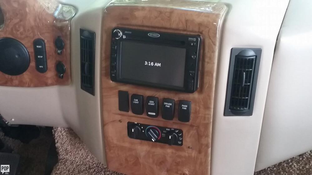 2014 Thor Motor Coach Hurricane 27K, 18