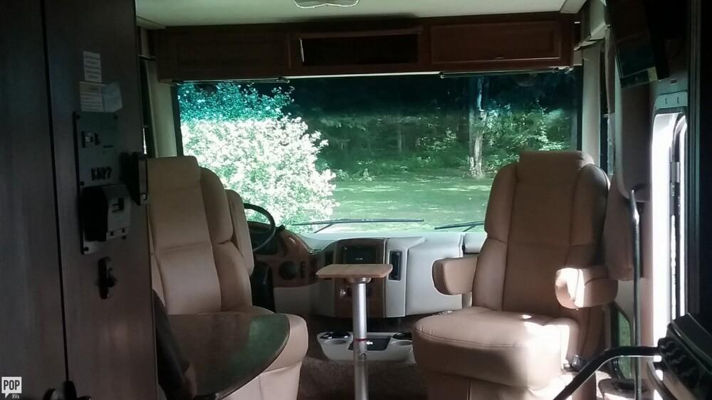 2014 Thor Motor Coach Hurricane 27K, 2