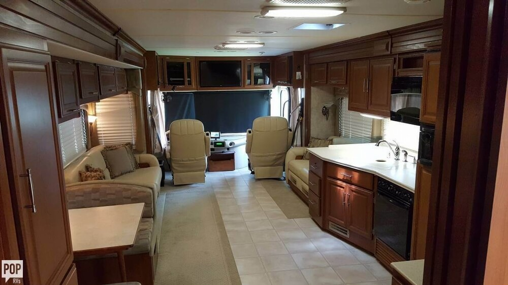 2008 Fleetwood Discovery 39R, 5