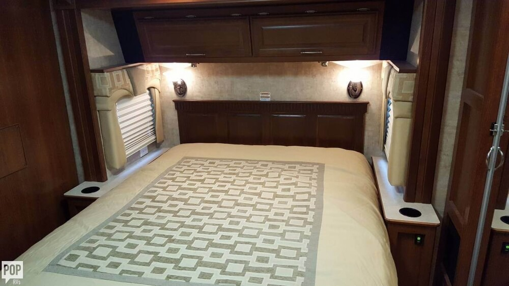 2008 Fleetwood Discovery 39R, 19