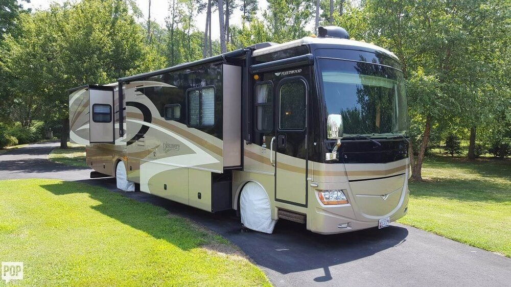 2008 Fleetwood Discovery 39R, 20