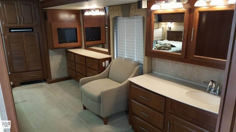 2008 Fleetwood Discovery 39R, 14