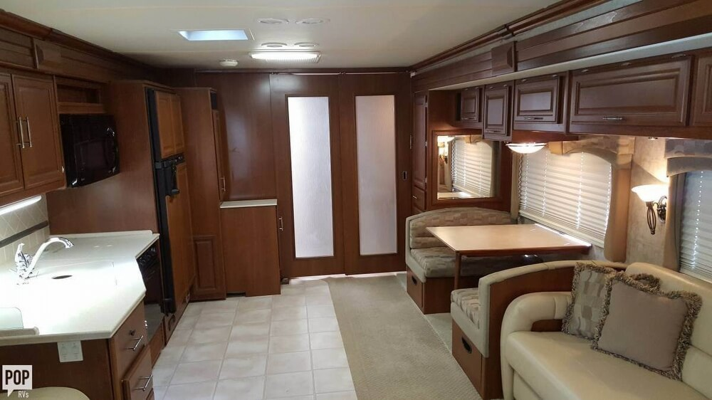 2008 Fleetwood Discovery 39R, 9