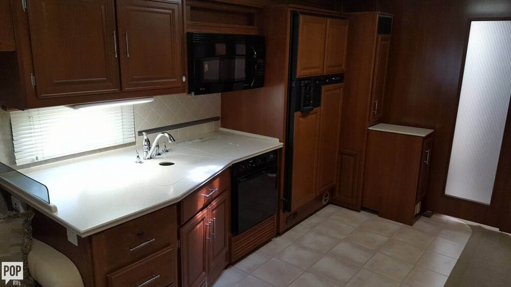 2008 Fleetwood Discovery 39R, 10