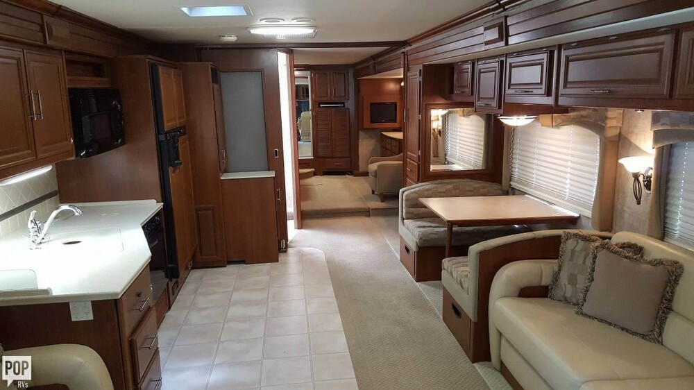 2008 Fleetwood Discovery 39R, 8