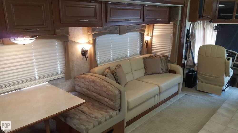 2008 Fleetwood Discovery 39R, 6