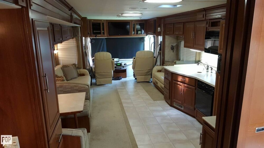 2008 Fleetwood Discovery 39R, 4