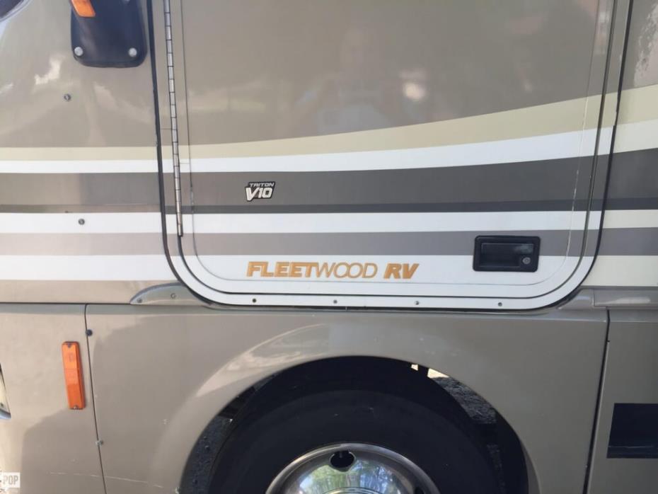 2000 Fleetwood Pace Arrow Vision 36Z, 4