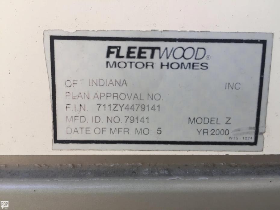 2000 Fleetwood Pace Arrow Vision 36Z, 18