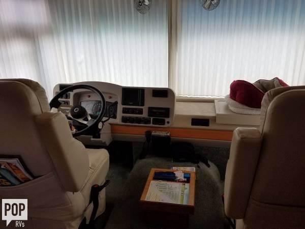 2004 Itasca Suncruiser 38R, 9