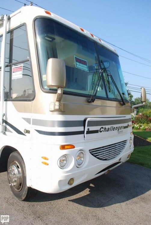 2005 Thor Motor Coach Challenger 353W, 4