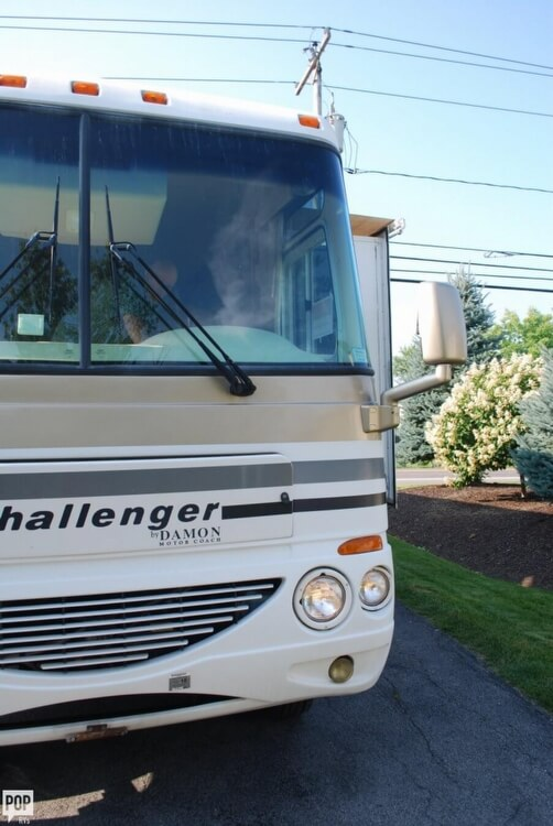 2005 Thor Motor Coach Challenger 353W, 6